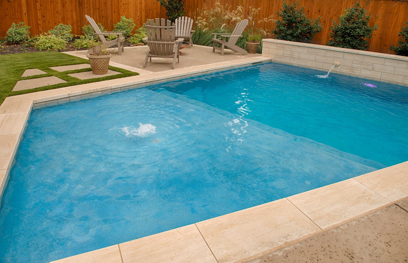 This pool includes a splash pad with bubbler. Bubblers are fun additions to any swimming pool and present a nice aesthetic for your onlookers and guests.