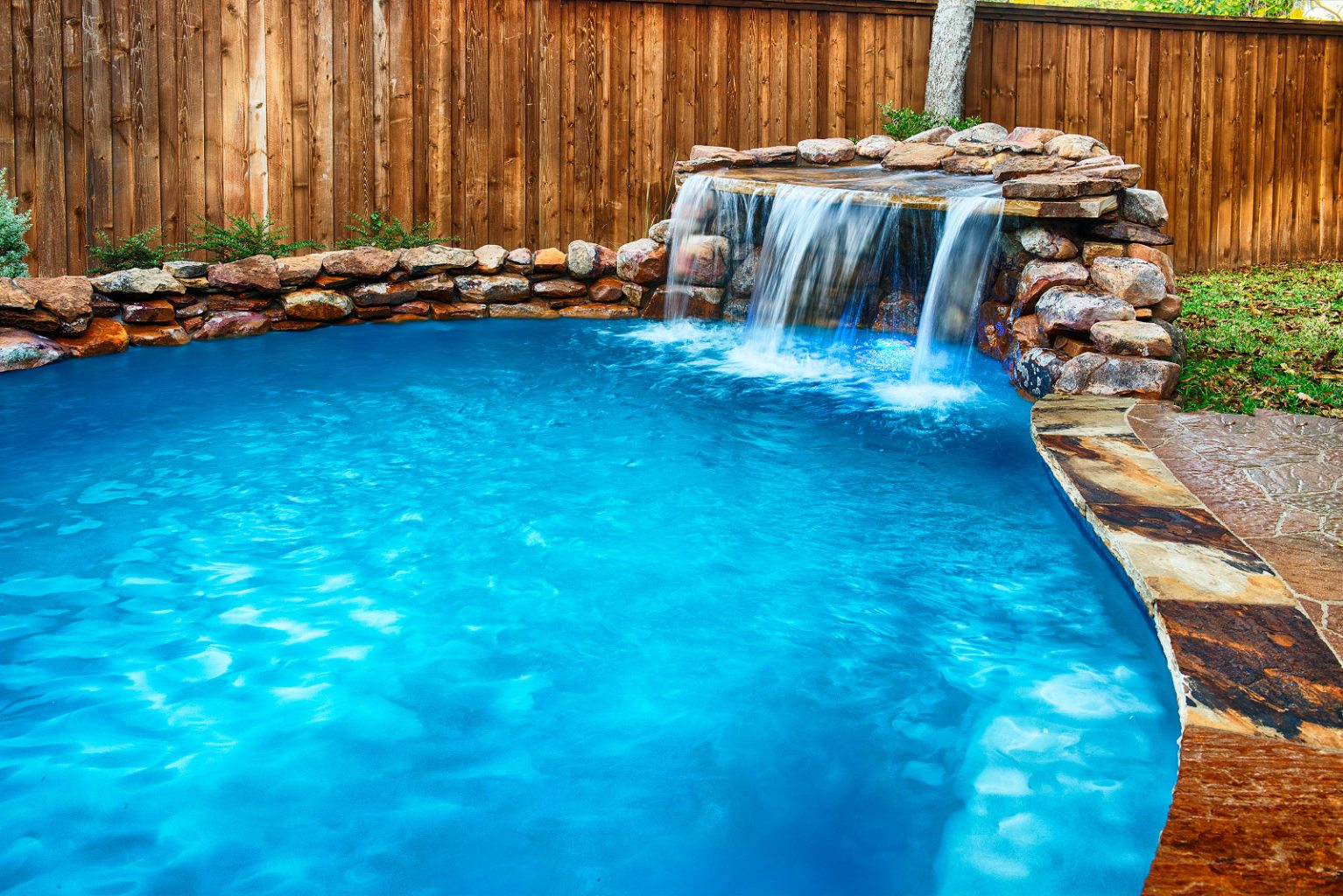 Wow, check out that waterfall! This grotto is plumbed with a separate water feature pump to ensure correct filtration for both pool circulation and visual effects.