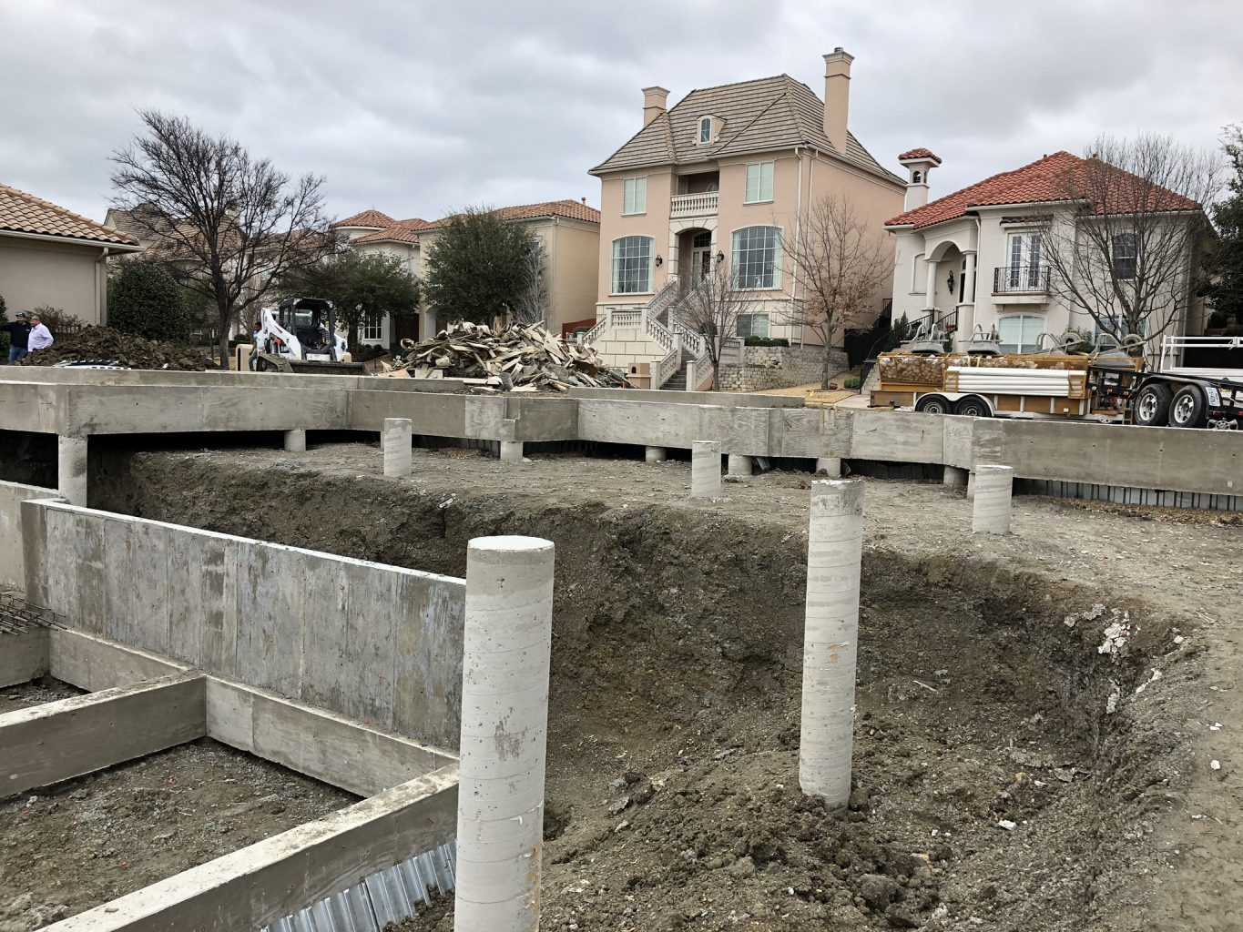 This is the backyard from street view. The house will rests on these raised pillars. Our job today is to install the swimming pool pillars - which is a complex job of its own. More details below.